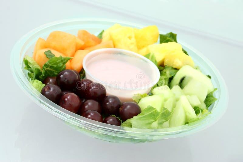 Frucht-Tellersegment und Joghurt lizenzfreie stockbilder