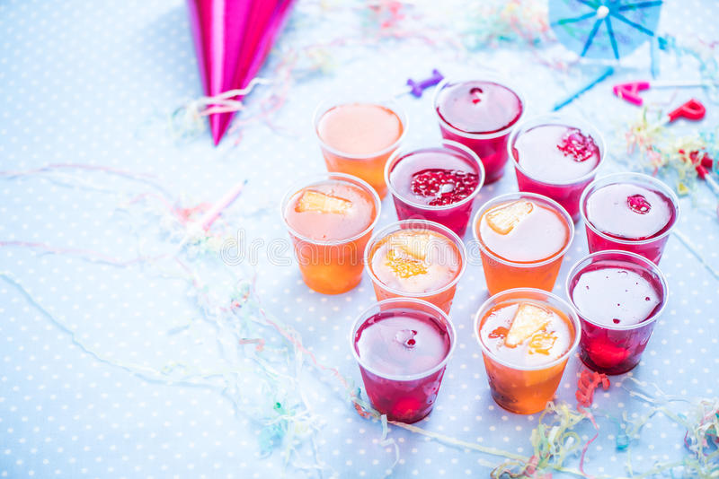 Fruchtgelee, Geburtstag oder Garten scherzt Parteilebensmittel stockbilder