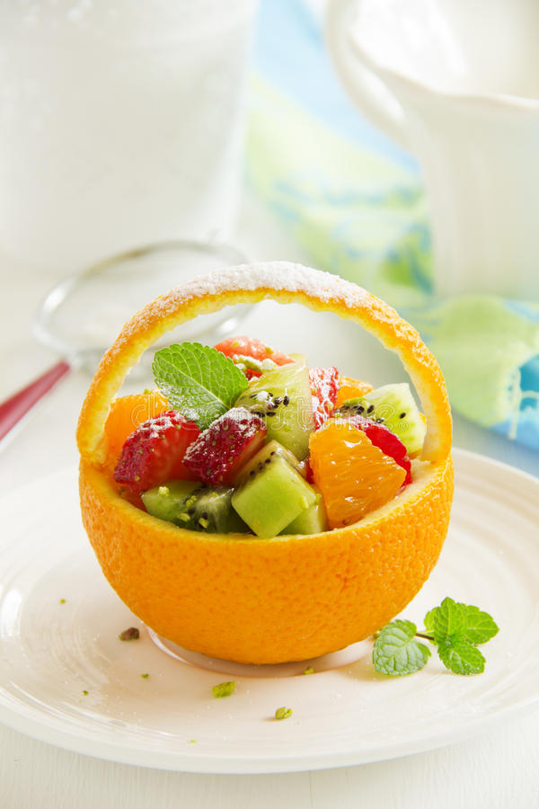 Fruchtiger Sommersalat lizenzfreie stockbilder