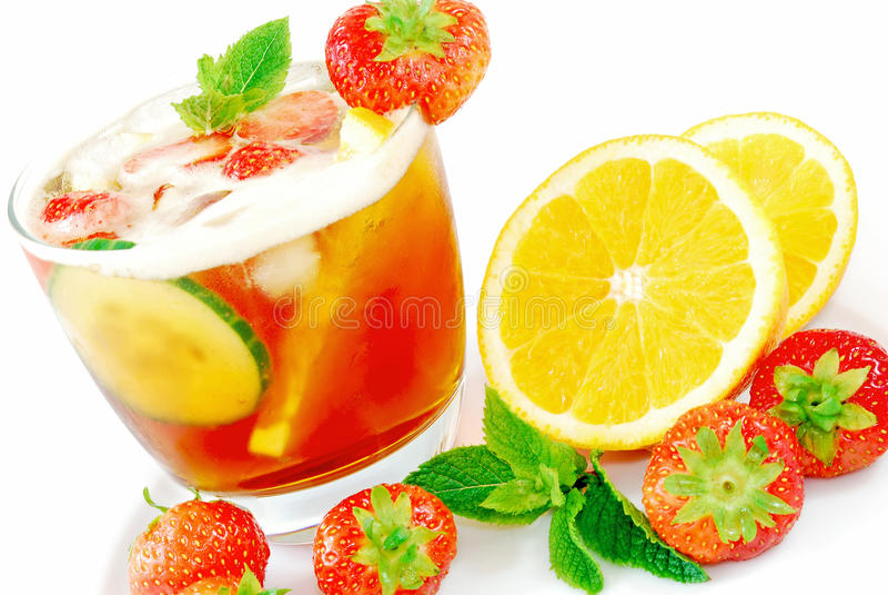 Fruchtiges Cocktail stockfotos