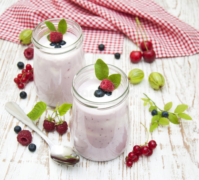Fruchtjoghurt lizenzfreie stockfotografie