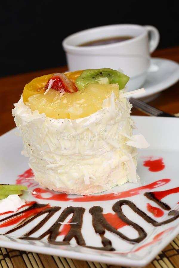 Download Fruchtkuchen Mit Kiwi Und Erdbeere Stockfoto - Bild von gebacken, glück: 96927416