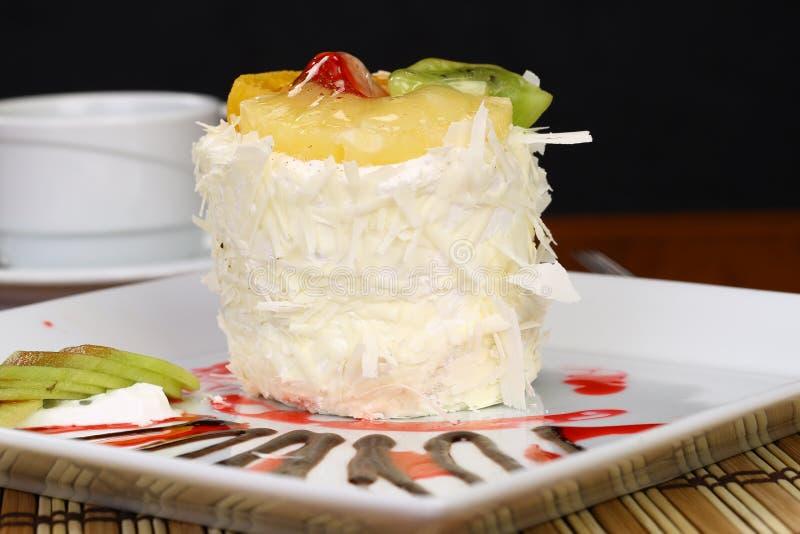 Download Fruchtkuchen Mit Kiwi Und Erdbeere Stockbild - Bild von glücklich, trauben: 96927425