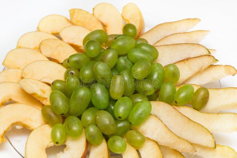 Fruchtplatte Birne, Traube, Apfel lizenzfreie stockfotos