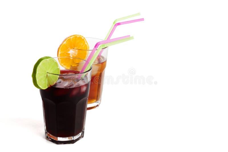 Fruchtsäfte mit Strohen lizenzfreies stockfoto