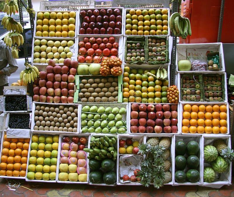 Fruchtströmungsabriß auf Fußweg, mumbai lizenzfreie stockfotos