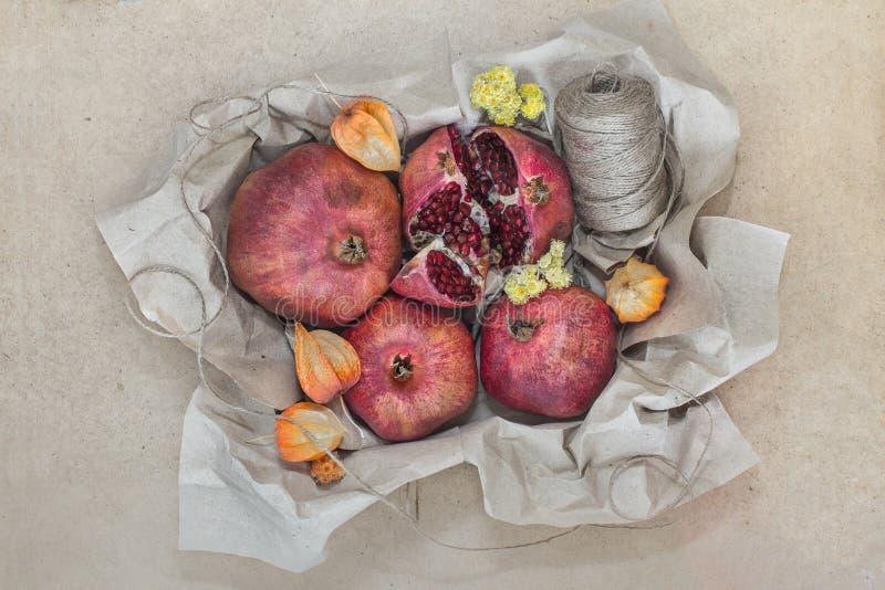 Fruit in ambachtdocument dat wordt verpakt royalty-vrije stock fotografie