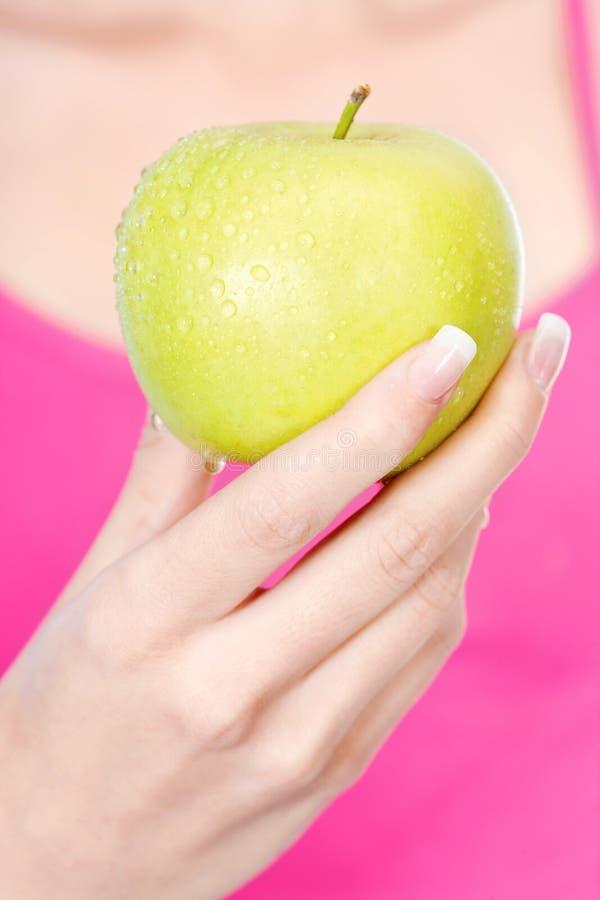 Fruit chez la main de la femme image stock