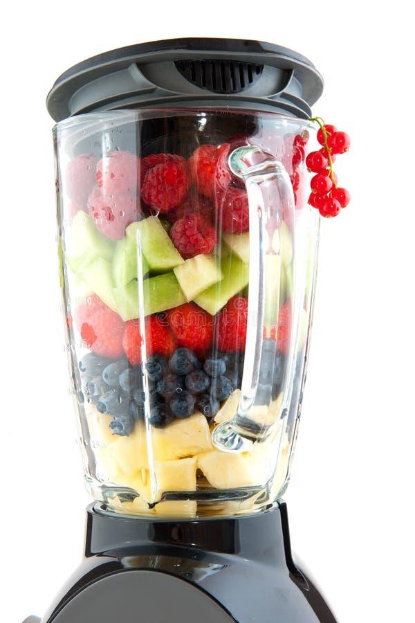 Fruit dans le mélangeur photos stock