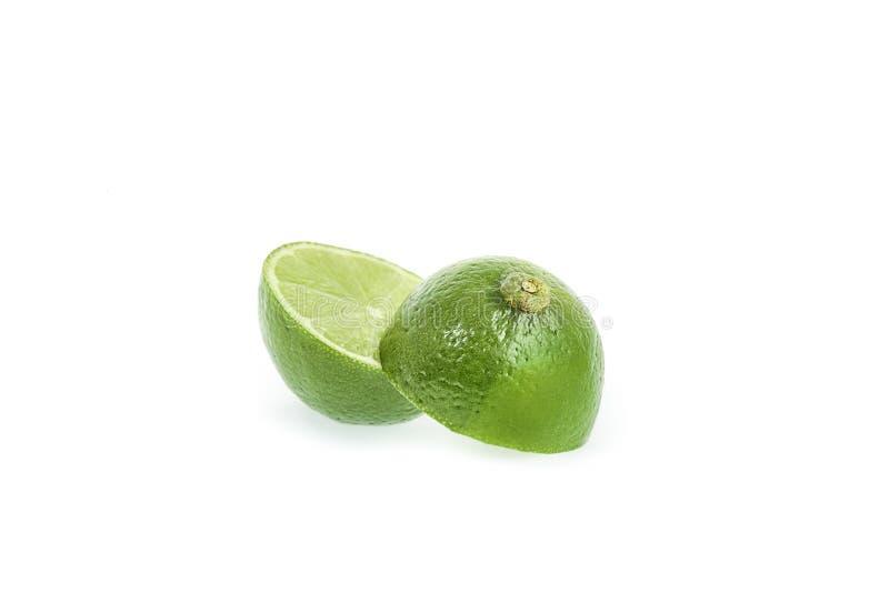 Fruit de chaux d'agrume avec la tranche d'isolement sur le blanc photographie stock libre de droits