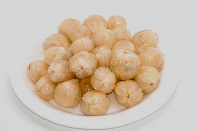 Fruit de Longkong ou isolat de fruit de Duku sur le fond blanc Fruits de langsat ou domesticum du sud de lansium photos stock