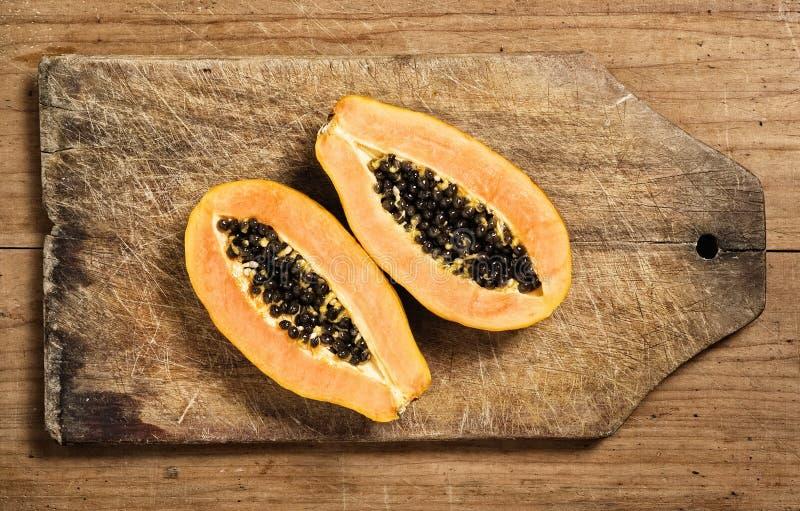 Fruit de papaye coupé en tranches images libres de droits