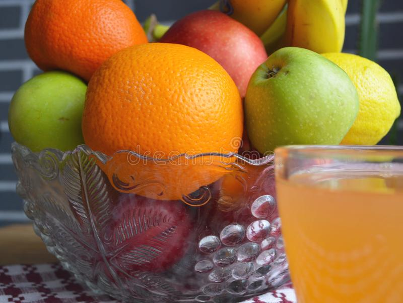 Fruit in een Vaas Gezonde vegetari?r royalty-vrije stock foto's