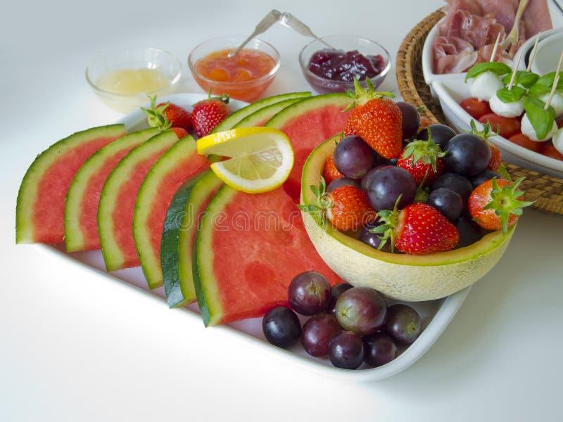 Fruit en antipasti royalty-vrije stock fotografie