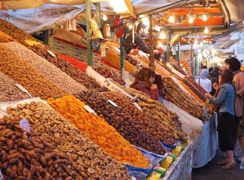 Fruit en datumbox in Marrakech Medina stock foto's