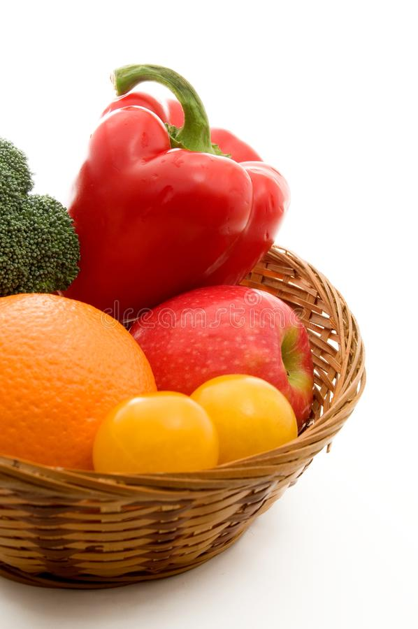 Download Fruit En Groenten In Een Mand Stock Foto - Afbeelding bestaande uit nave, appel: 107704778