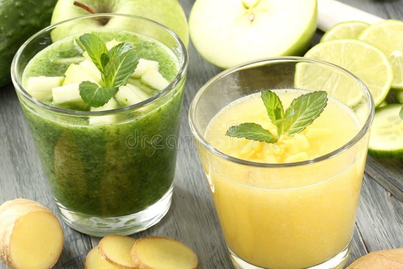 Fruit en groenten smoothie royalty-vrije stock fotografie