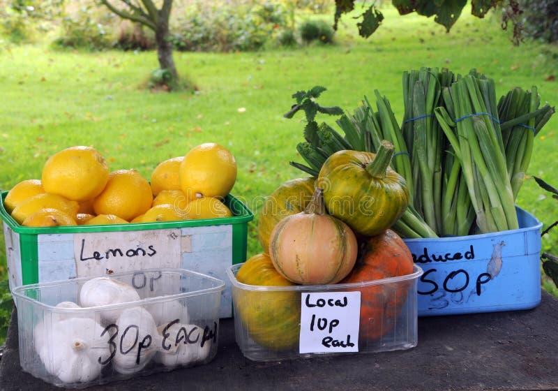 Fruit en groenten voor verkoop in Guernsey royalty-vrije stock foto's