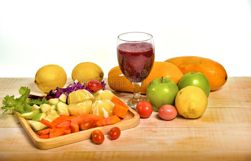 Fruit en groentesappen royalty-vrije stock afbeelding