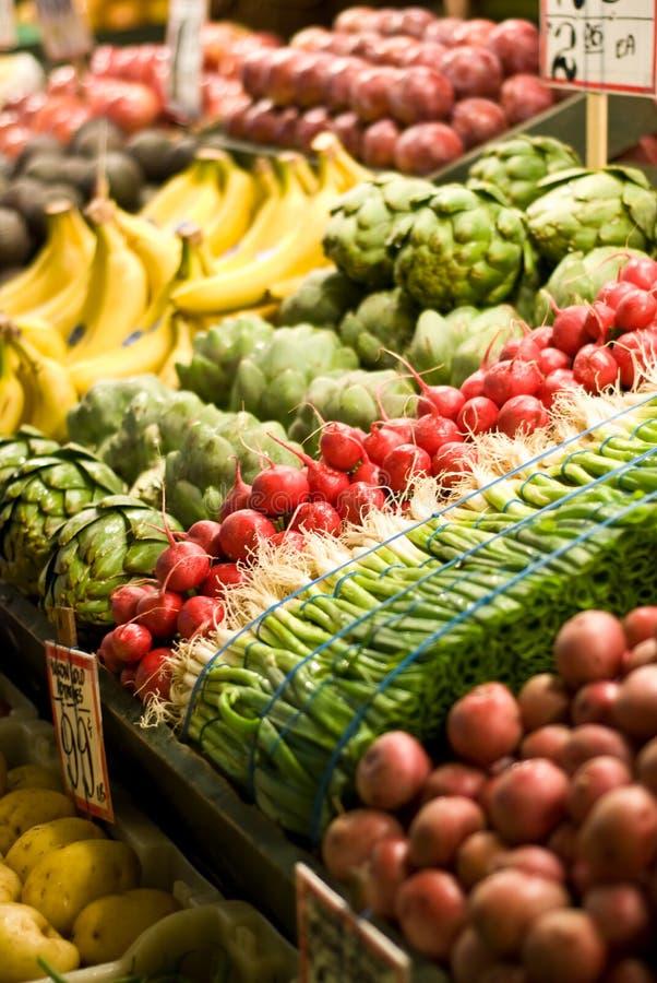 Fruit en plantaardige tribune stock foto