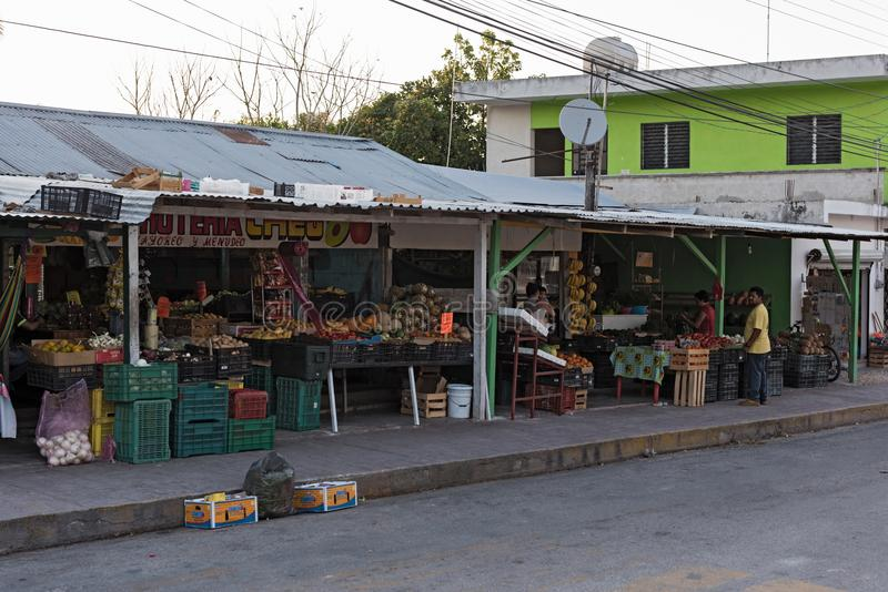 Fruit en plantaardige winkel in Xpujil, Campeche, Mexico stock afbeeldingen