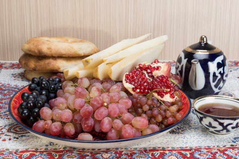 Fruit et bonbons asiatiques centraux images stock