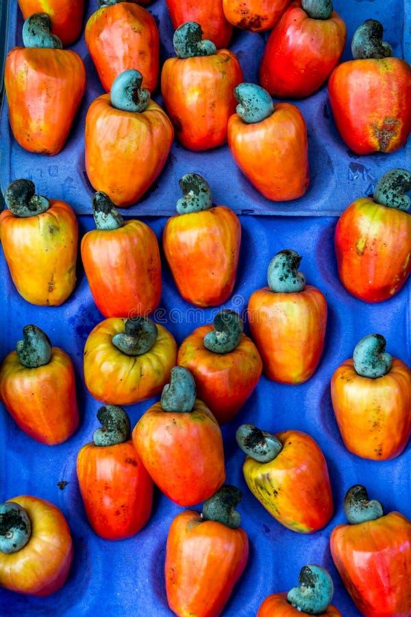 Fruit frais d'anarcadier au marché image stock