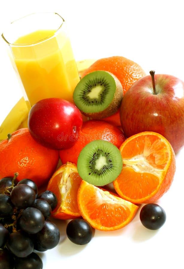 Fruit frais et jus d'isolement sur le blanc image libre de droits