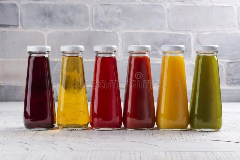 Fruit frais et jus de l?gumes images stock