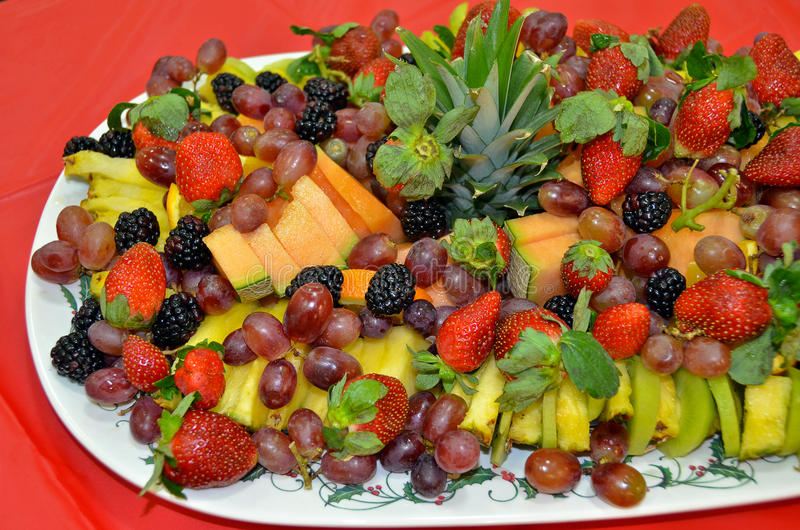 Fruit frais sur le champ de cablage à couches multiples de réception photos stock