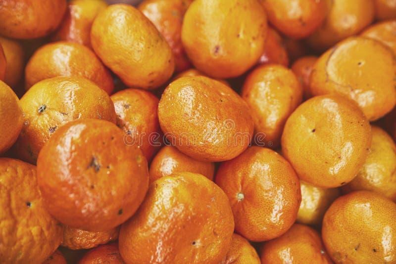 Fruit imparfait naturel organique avec des défauts Oranges de mandarines, mandarines, clémentines, agrumes sans feuilles Hipst mo photos stock