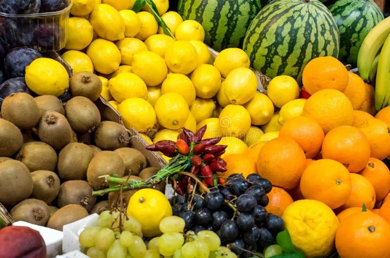 Download Fruit mélangé à un marché image stock. Image du assortiment - 76085289