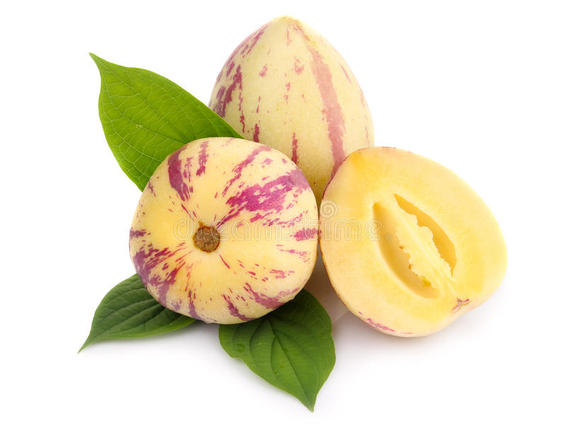 Fruit mûr de pepino d'exotik d'isolement sur le blanc photographie stock libre de droits