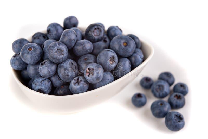 Fruit mûr savoureux de myrtille sur la table de cuisine Ingrédients pour un dessert délicieux dans la cuisine à la maison photo stock
