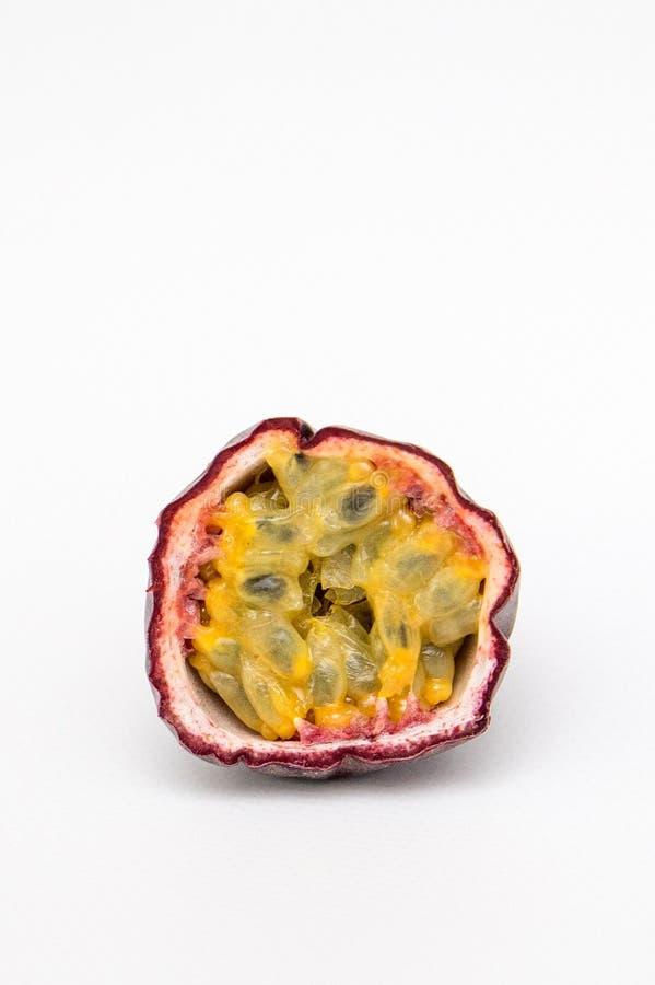 Fruit Maracuja coupé en deux photographie stock