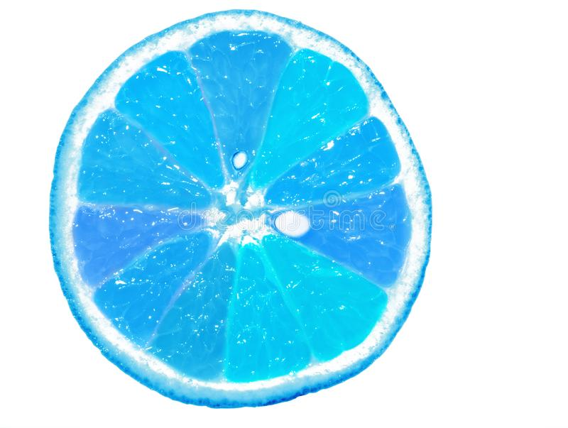 Fruit orange bleu coupé en tranches d'isolement sur le fond blanc image libre de droits