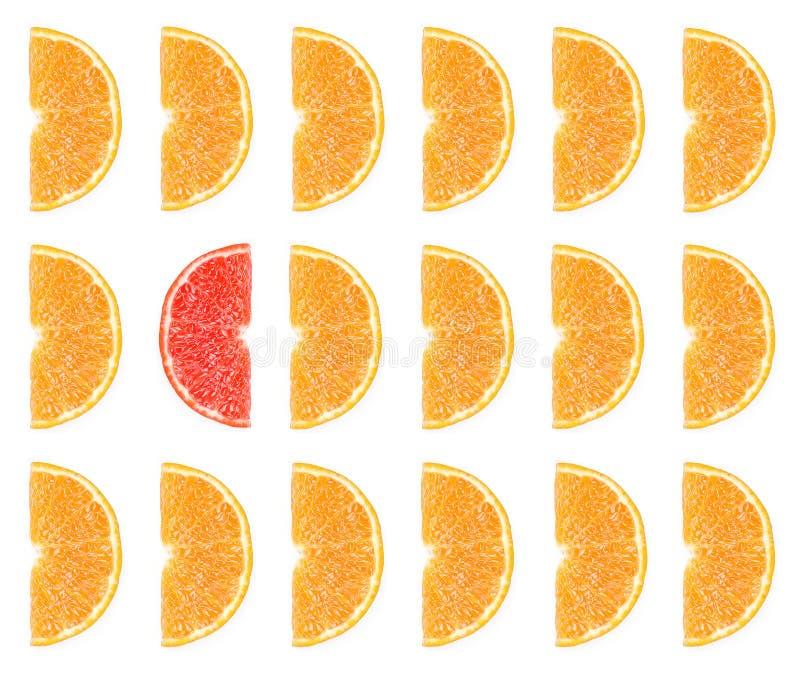Fruit orange coupé en tranches d'isolement pour le fond image stock