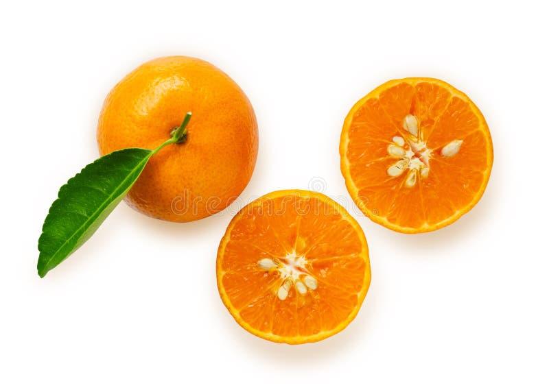 Fruit orange frais de vue supérieure avec l'isolement vert de feuille sur le fond blanc photos libres de droits