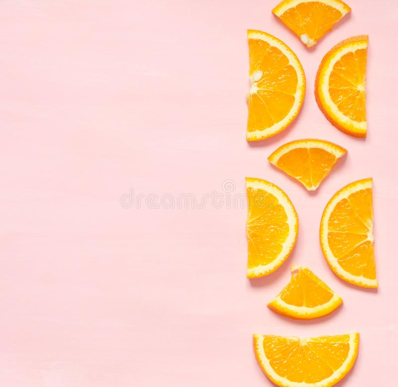 Fruit pattern of fresh orange slices on pastel background. Top view. Copy space. Image stock photography