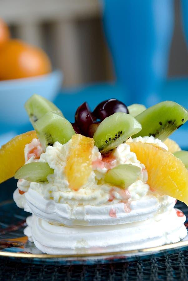 Fruit Pavlova royalty free stock photos