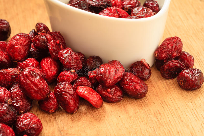 Download Fruit Sec De Canneberge Dans La Cuvette Sur La Table Image stock - Image du antioxydant, nourriture: 45361287