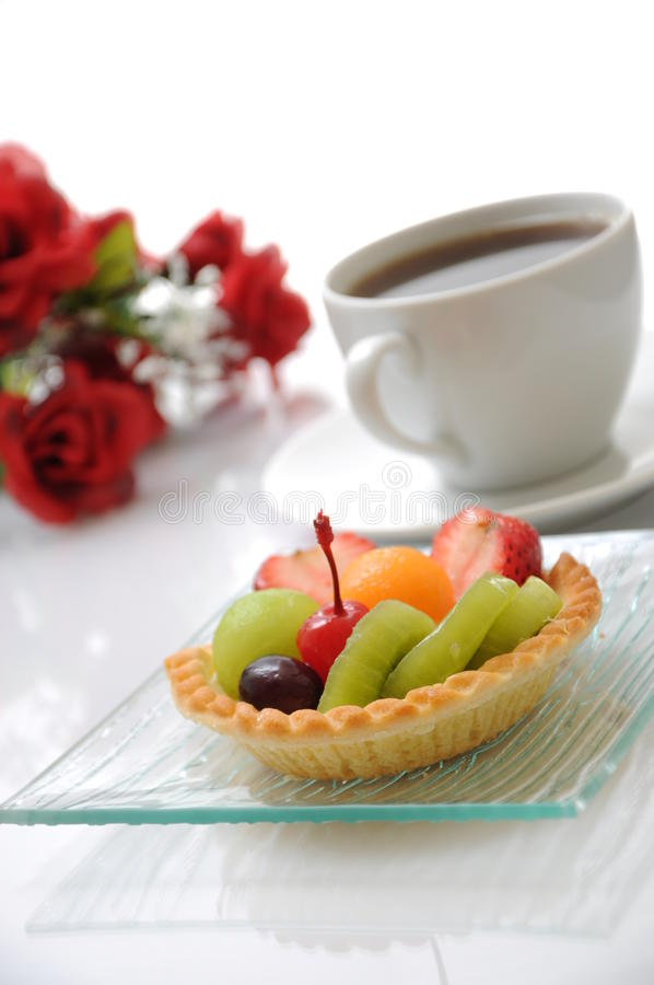 Free Fruit Tart And Coffee Royalty Free Stock Photography - 22069227