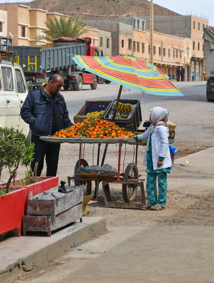 Fruitbox in de straat, Marokko, Afrika stock foto's