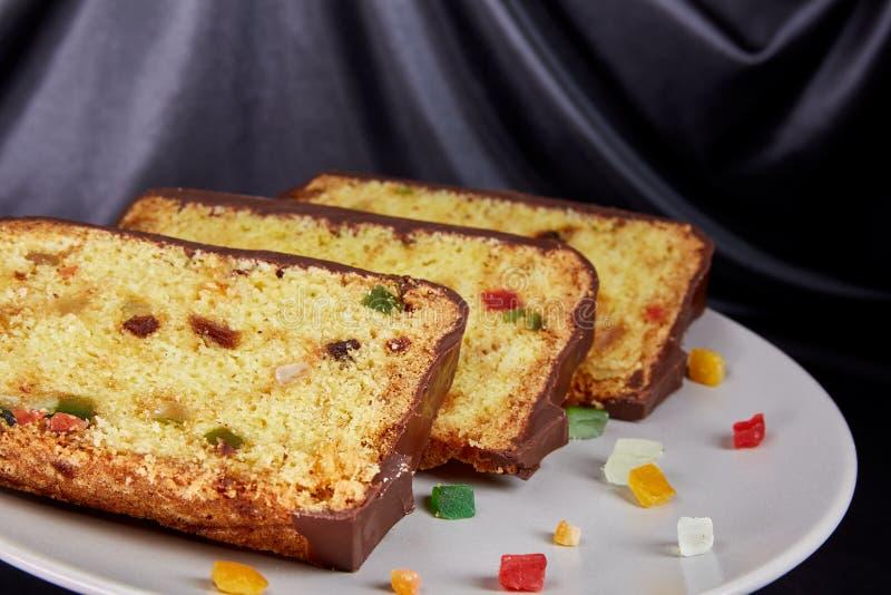 Fruitcake i małych kawałków candied owoc obrazy royalty free