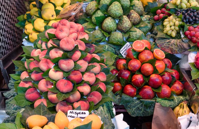 Fruitmarkt, verse vruchten, marktkraam, voedselachtergrond stock afbeelding