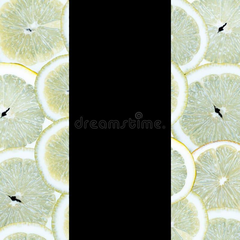 Fruitplakken op een zwarte achtergrond stock foto