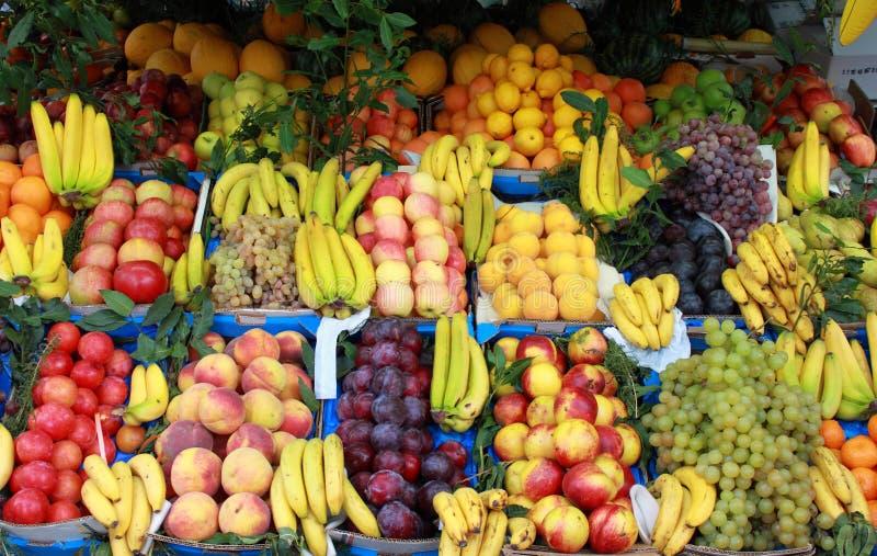 Fruits à la stalle du marché photographie stock