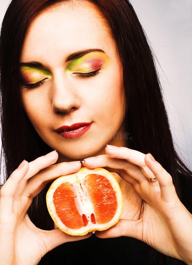 Download Fruits женщина стоковое изображение. изображение насчитывающей чисто - 40581903