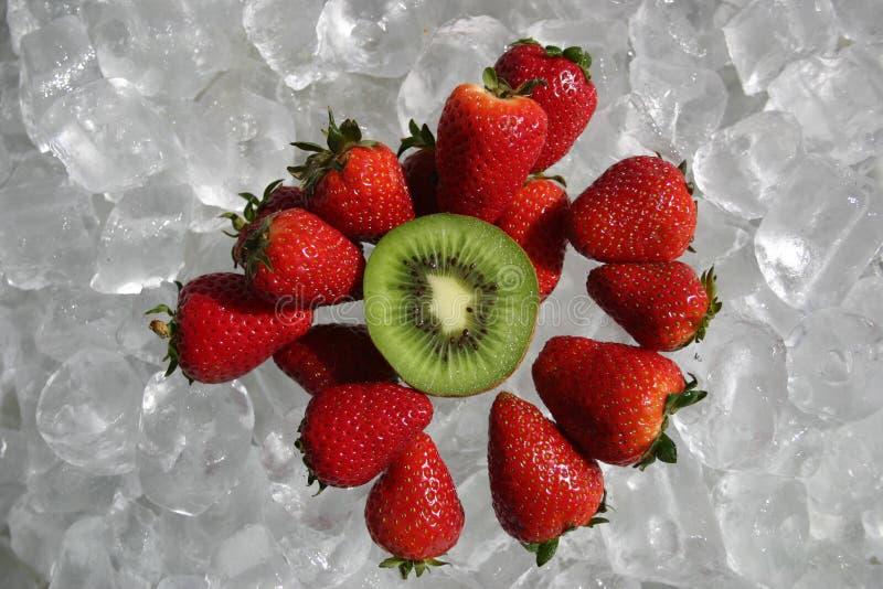 Download Fruits photo stock. Image du rouge, kiwi, froid, effrayant - 91868