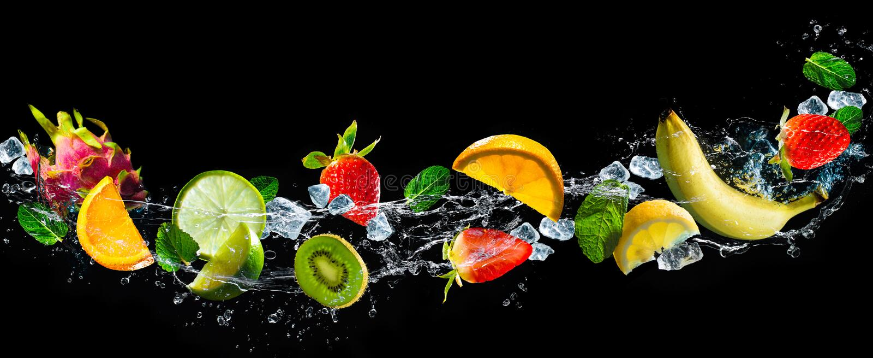 Fruits avec l'éclaboussure de l'eau photographie stock libre de droits